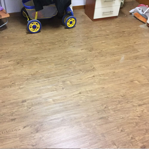 Posa pavimento/parquet flottante in sughero
